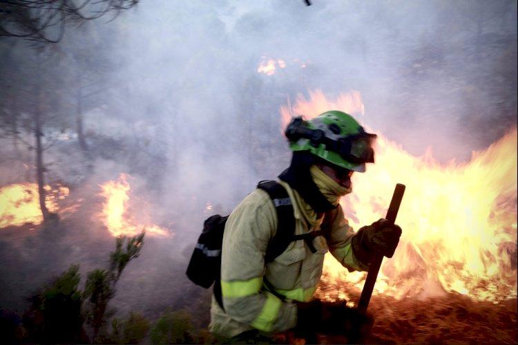 La lluvia ayuda a controlar el grave incendio de Sierra Bermeja