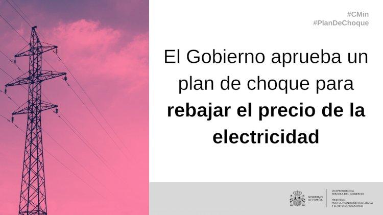 El Gobierno aprueba un plan de choque que rebajará la factura mensual de le electricidad un 22% hasta final de año